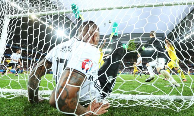 To może być najlepsza interwencja Euro 2016. Boateng uratował Niemców przed stratą gola. ZDJĘCIA