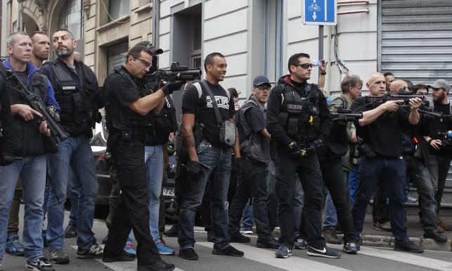 Anglicy mają gdzieś ostrzeżenia UEFA i francuskich władz. Tym razem wywołali zamieszki w Lille. ZDJĘCIA