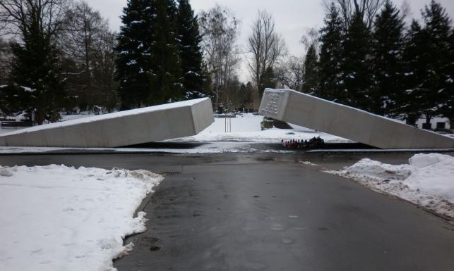 Pomniki upamiętniające katastrofę smoleńską w Polsce. Gdzie są, jak wyglądają. ZDJĘCIA