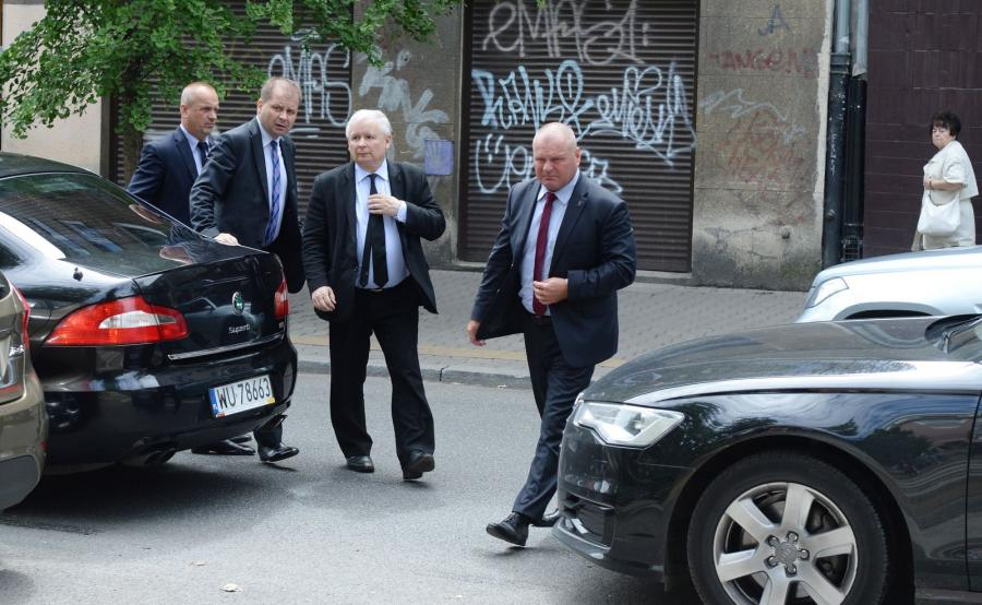 Prezes PiS Jarosław Kaczyński w drodze na spotkanie w Prokuraturze Krajowej w Warszawie