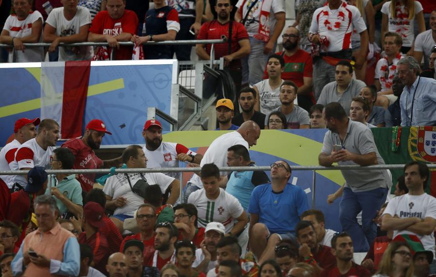 Nie wszyscy polscy kibice potrafili się zachować. Przepychanki na ulicach i stadionie w Marsylii