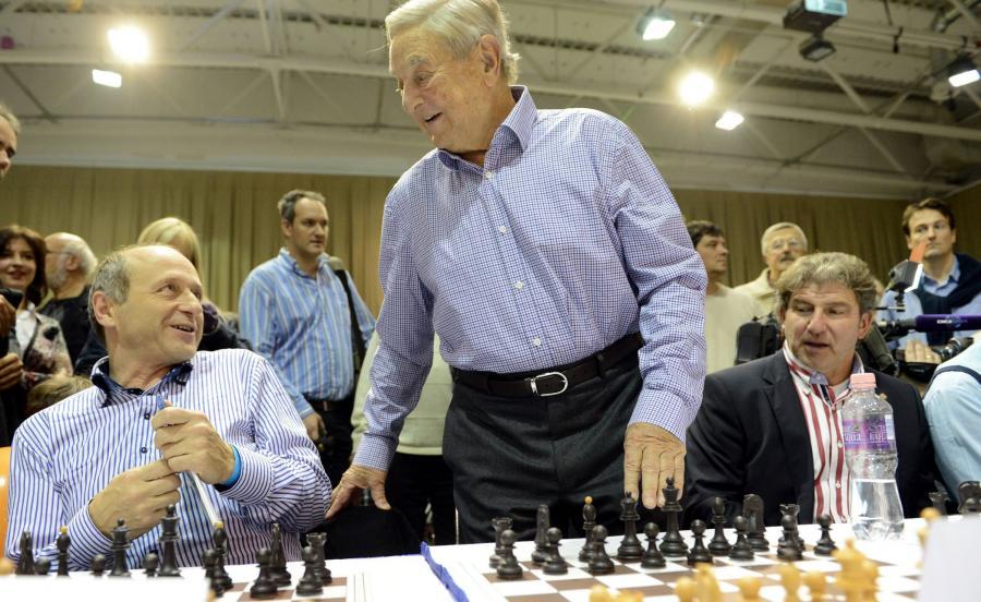 George Soros i dyrygent Ivan Fischer podczas festiwalu szachowego w Budapeszcie w 2012 roku