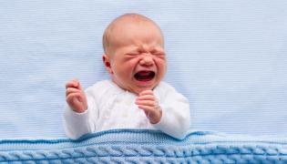 Płaczący noworodek