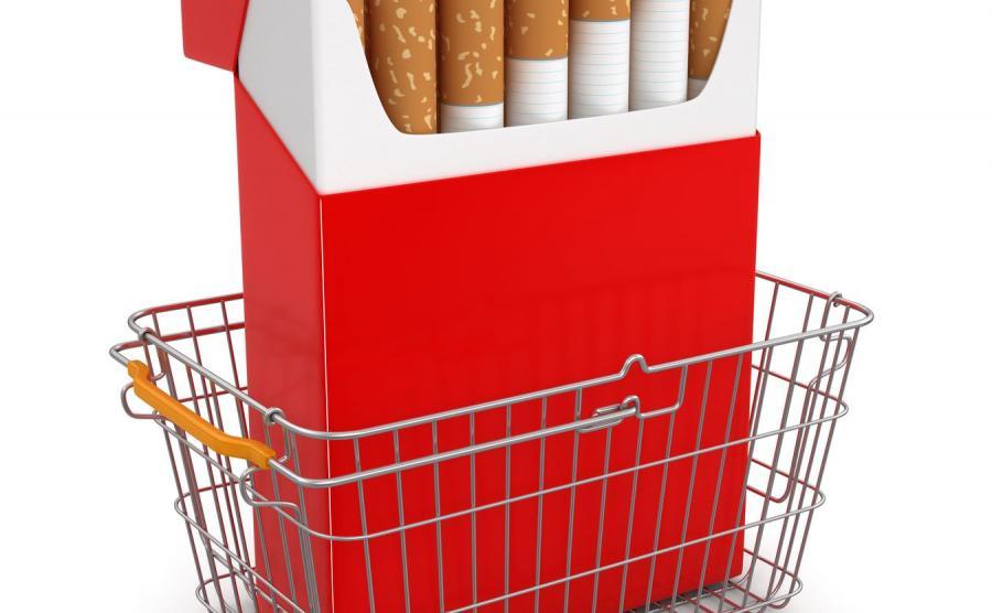 Paczka papierosów w koszyku