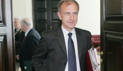 Szef MON także zatrudnia speca od PR