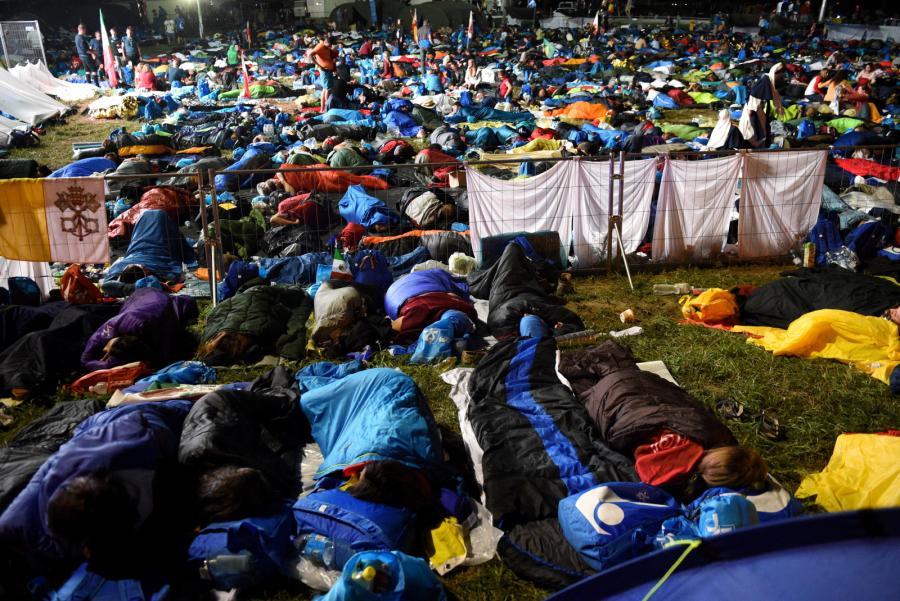 ŚDM: Noc na terenie Campusu Misericordiae w Brzegach