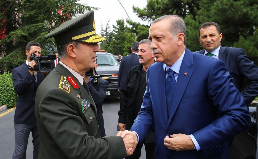 Spotkanie tureckiego prezydenta Recepa Tayyipa Erdogana z szefem sztabu generalnego generałem Hulusim Akarem
