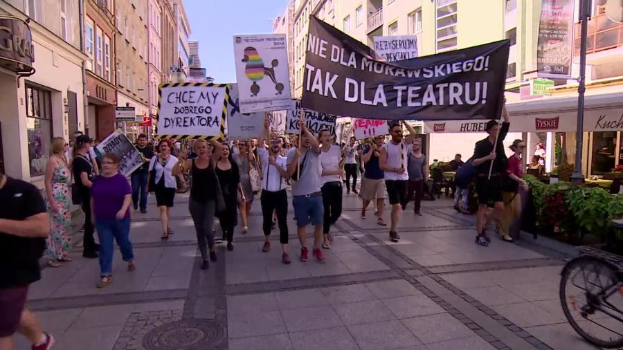 Protestowali przeciwko wyborowi dyrektora Teatru Polskiego we Wrocławiu. \