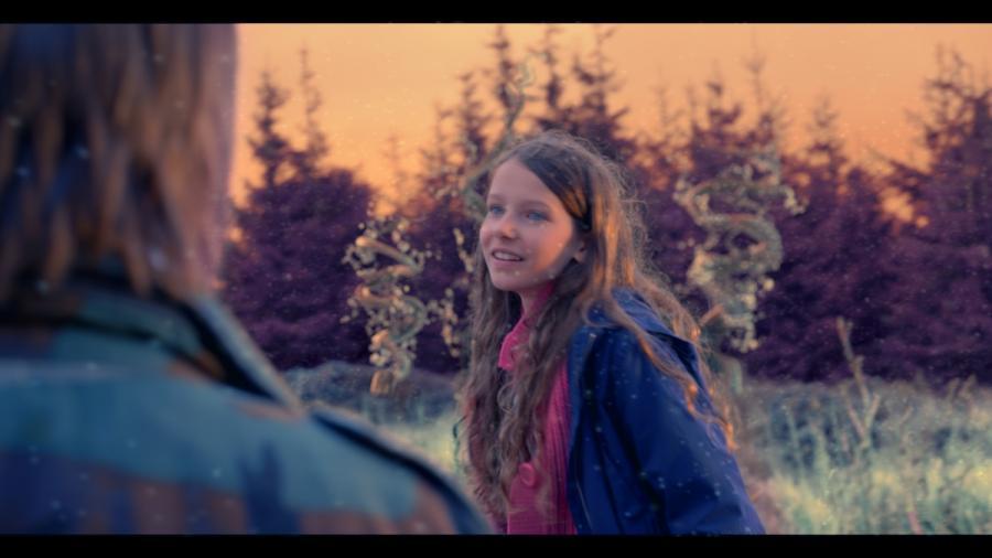 """Kadr z filmu """"Za niebieskimi drzwiami"""". Premiera 4 listopada"""