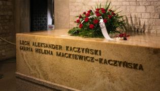 Lech Kaczyński i Maria Kaczyńska pochowani w krypcie na Wawelu
