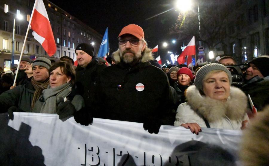 """Lider KOD Mateusz Kijowski na czele Marszu Komitetu Obrony Demokracji """"Stop Dewastacji Polski!"""""""