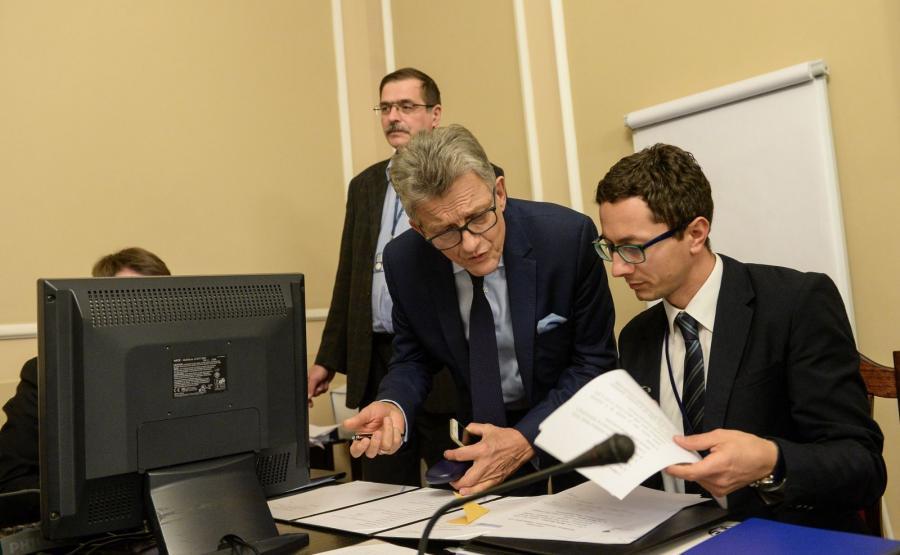Przewodniczący komisji, poseł PiS Stanisław Piotrowicz podczas posiedzenia sejmowej komisji sprawiedliwości i praw człowieka