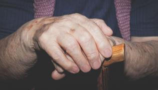 Starsza osoba