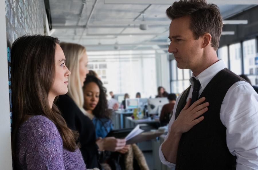 """Edward Norton oraz Keira Knightly w filmie """"Ukryte Piękno"""". Premiera 25 grudnia 2016. fot. materiały prasowe"""