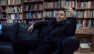 "Ten Typ Mes na planie teledysku ""Book Please"""