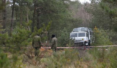 Poszukiwanie szczątków w miejscu wypadku